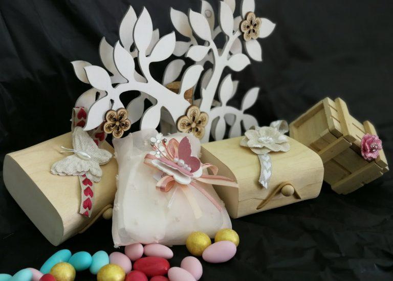 Bomboniere in legno con sacchettino porta confetti